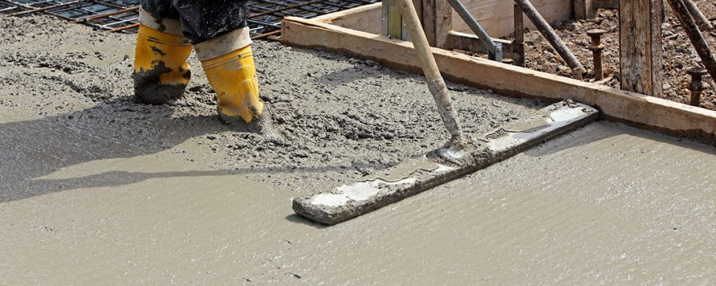 Comment couler une dalle en béton en extérieur?