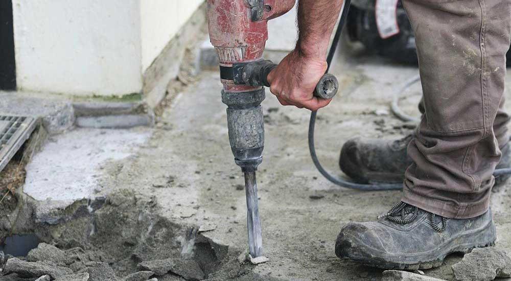 casser une dalle en béton a la main