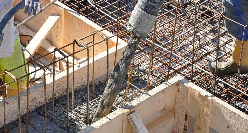 coulage du béton dans la fondation