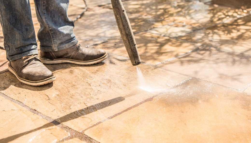 Comment bien Nettoyer une terrasse en pierre?