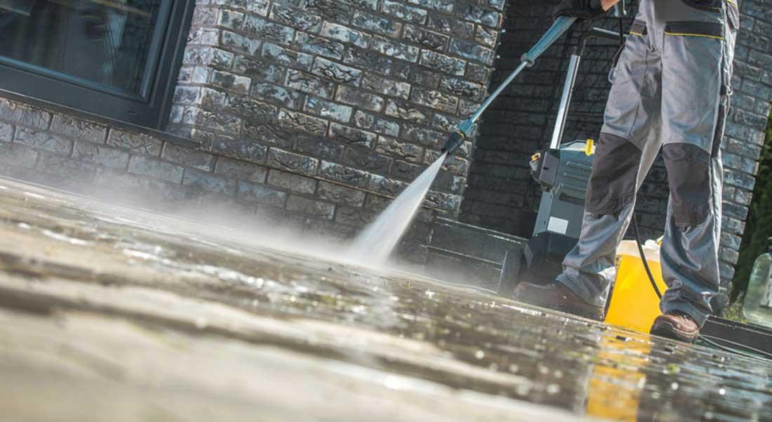 Comment faire le nettoyage d'une terrasse en béton?